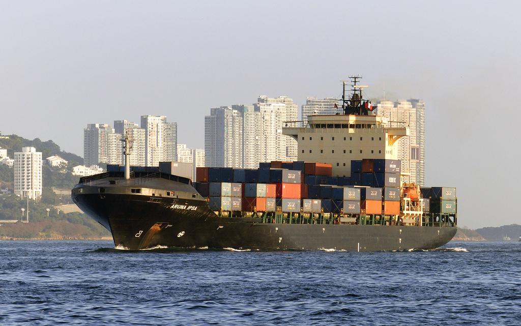 Unge søger uddannelse i shipping